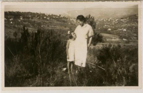 Flora-Hogman-and-her-mother-EDIT-465x303